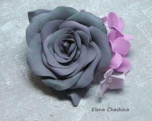 Брошь Роза серо розовая0 300x240 Брошь из серого фоамирана